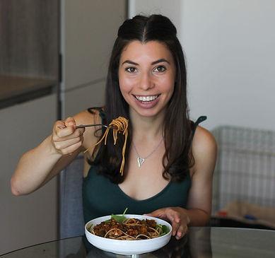 Bari The Dietitain Eating Pasta