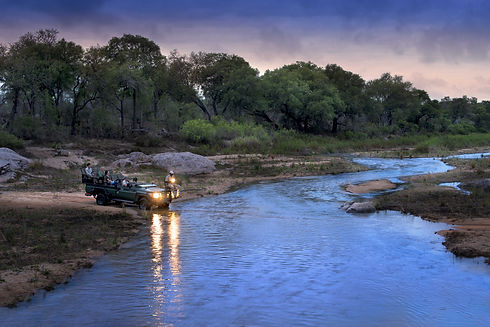night-drives-at-andbeyond-tengile-river-