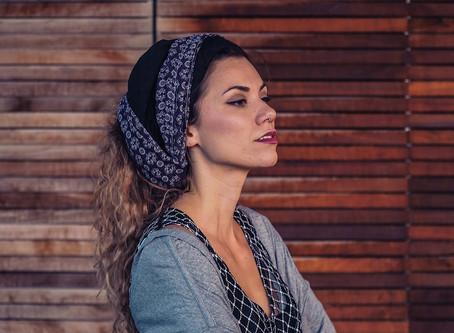 Aklea Neon: 5 činjenica koje vrijedi znati o ovoj osječkoj glazbenici