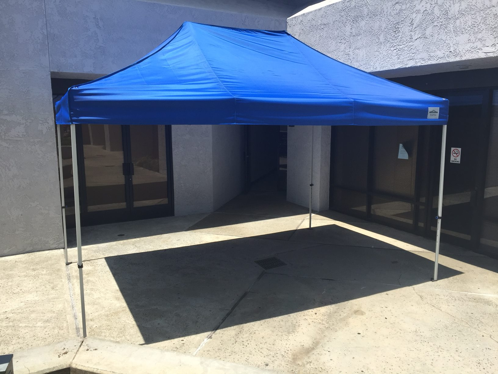 10'x15' blue pop-up tent