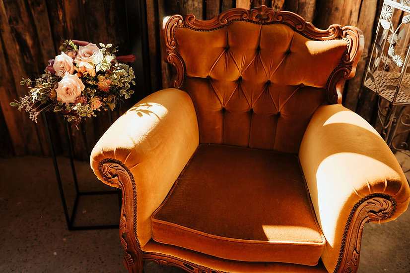 LOTTE: Gold Victorian Arm Chair