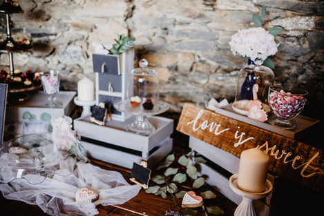 gift table styling