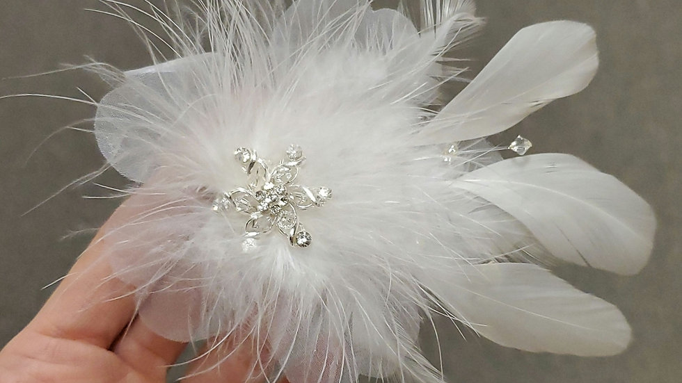 Mariell Feather Clip