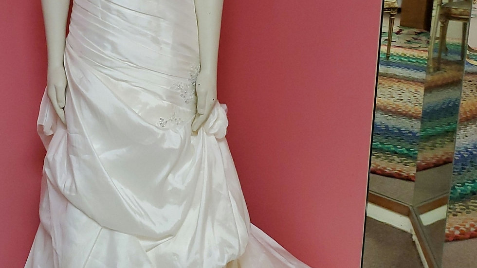 NWT Alfred Angelo size 8