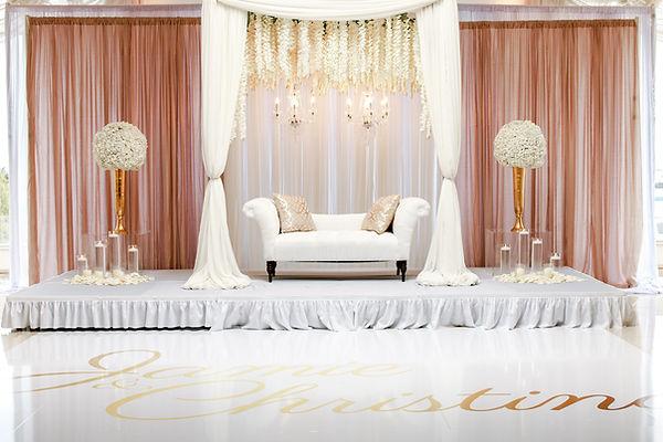 bouquets-chairs-clean-2306286.jpg