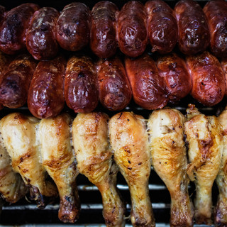 Salsicha toscana e pernas de frango.jpg