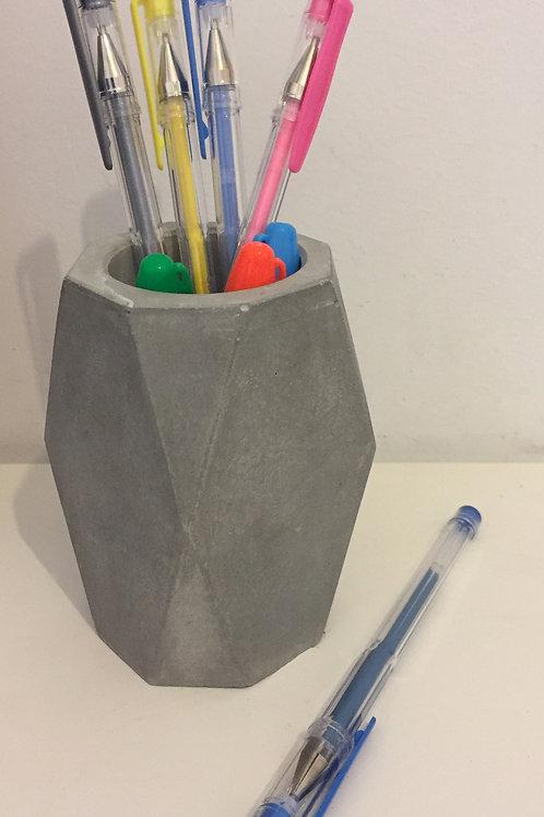 כוס בטון גאומטרית
