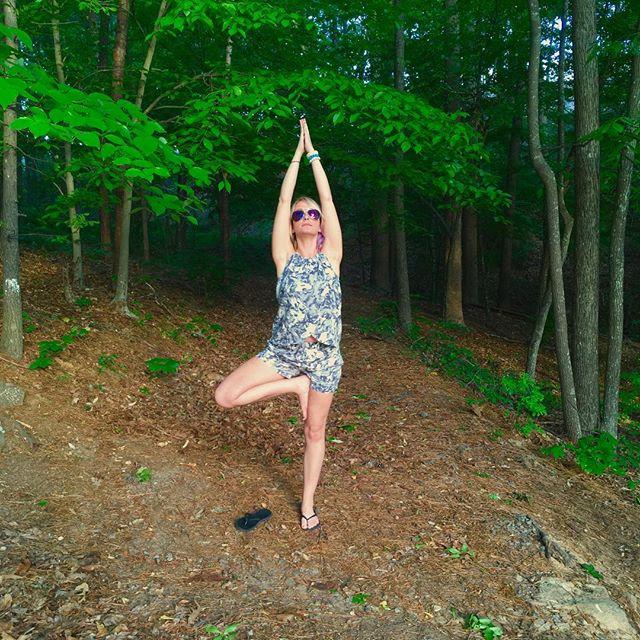 Never too late for some Earth Day love❤️ #yogalove #yogaaddict #treepose #earthday #breathe #lifeofadventure #georgiaspring #fabletics