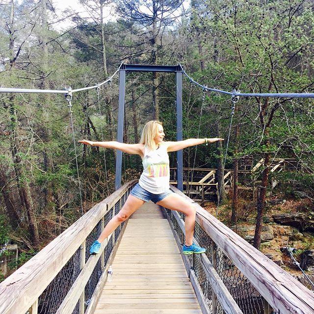 Come ALIVE in nature! Amazing hike with some amazingness! _thematthewderosa #suspensionbridge #tallulahgorge #yogalove #happyyogi #warrior #