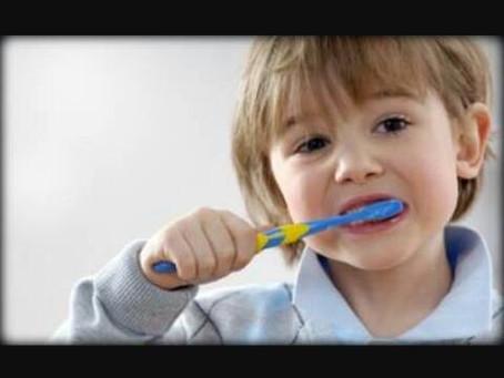 كيف انظف اسنان طفلي