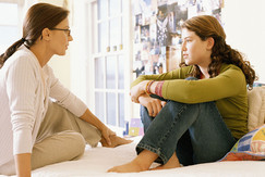 """ابنتي المراهقة تحب"""".. كيف أتعامل معها؟!"""