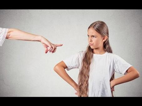 أشياء لا تقوليها لابنتك المراهقة