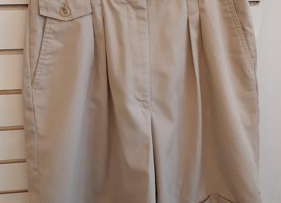 Shorts-Tabi  Size 16