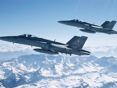 Militärflugplatz Emmen: Hornetoperationen im August