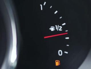 Riesgos de conducir con poca gasolina en el depósito