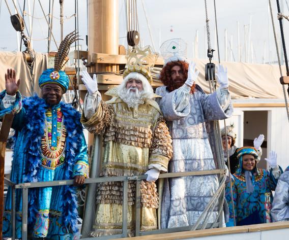 Contrata a Los Reyes Magos más lindos del mundo. Con un maravilloso vestuario y con  actores profesionales, que cumplen el perfil físico que requiere cada personaje.