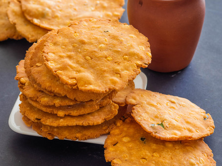 Thattai or crispy flat savory poori