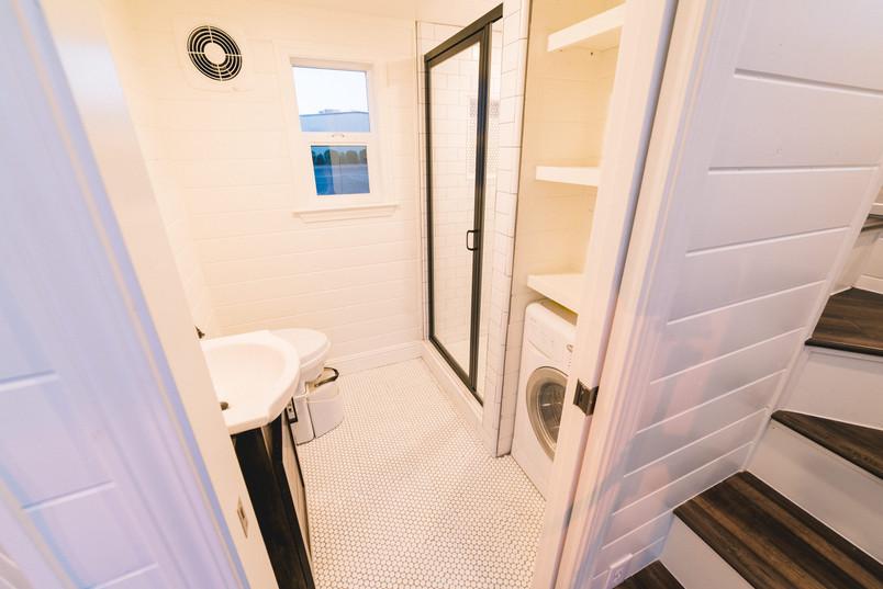 10' wide tiled tiny house bathroom