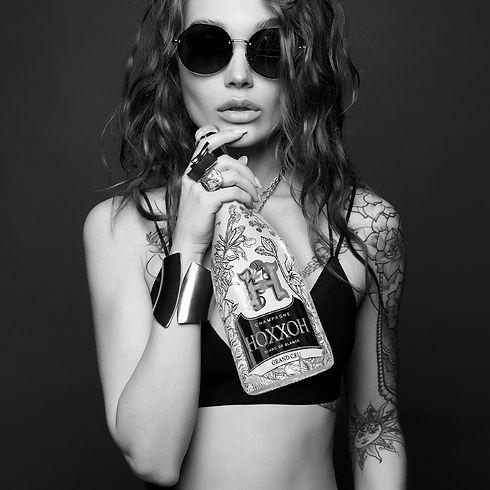 femme boit.jpg