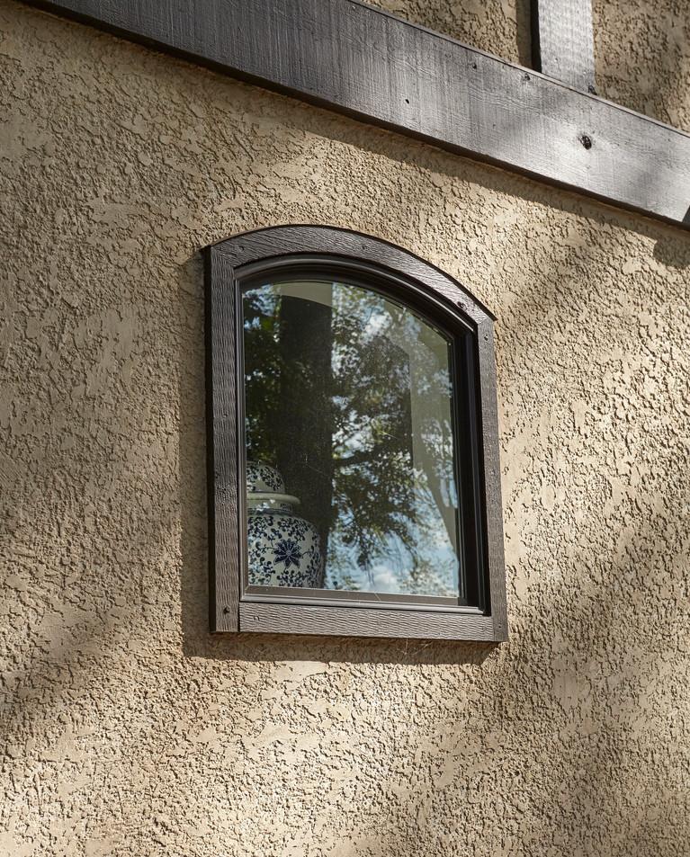 Rt_4600_curved window detail.jpg