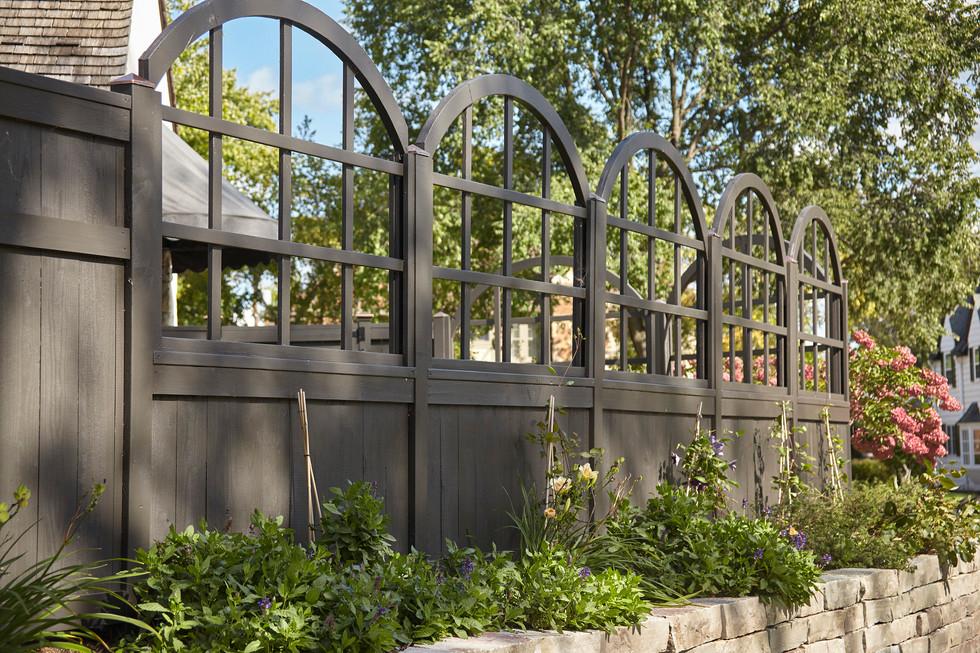 T_4632_fence runs right.jpg