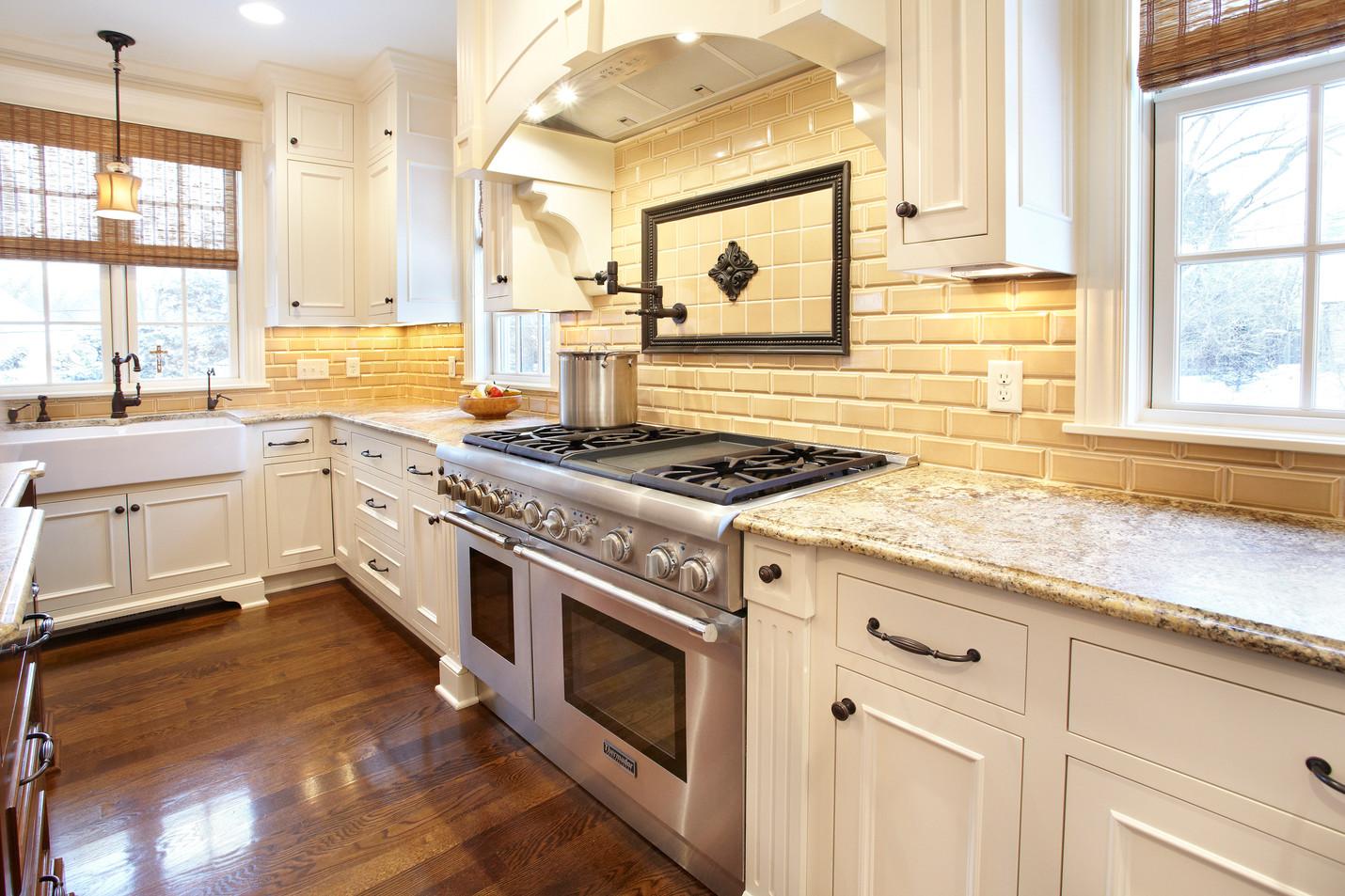 N_5500_Kitchen Galley.jpg