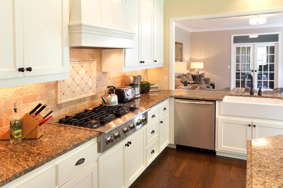 Rc_5721_Kitchen to LR.jpg