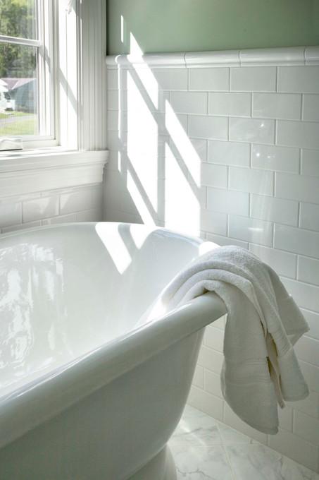 N_4517_bathtub.jpg