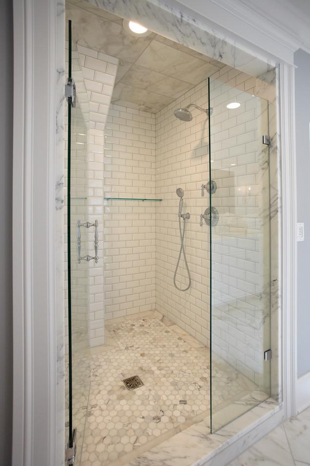 N_4524_Shower.jpg