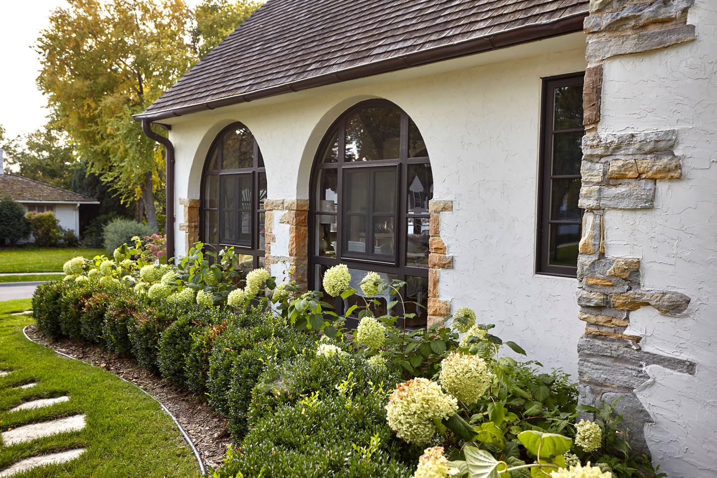 T_4632_porch side.jpg