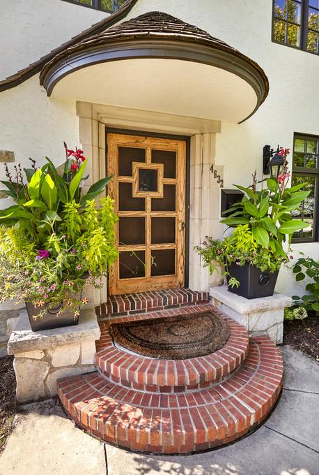 T_4632_front door close.jpg