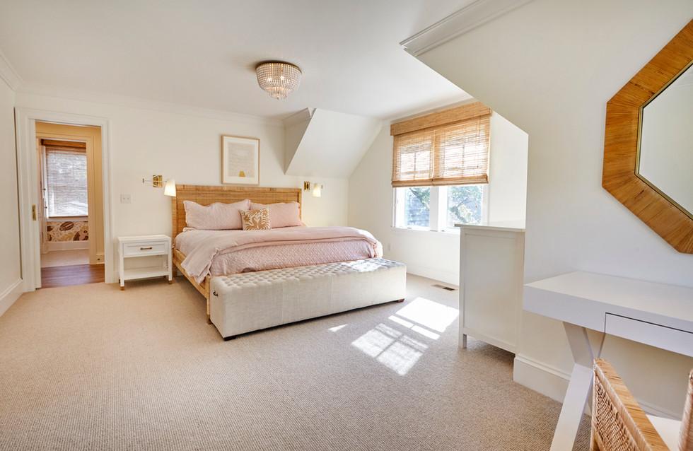 T_2747 Thomas_Upper Bed pink.jpg