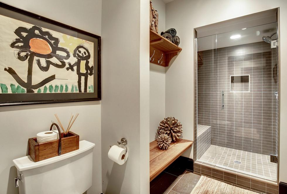 6515 Biscayne-LL Bathroom.jpg