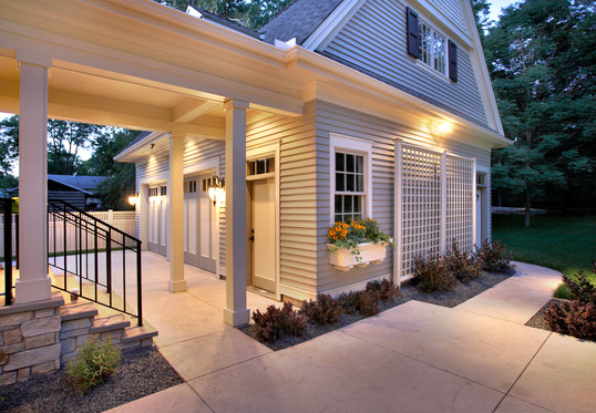 New-4517-patio and garage.jpg