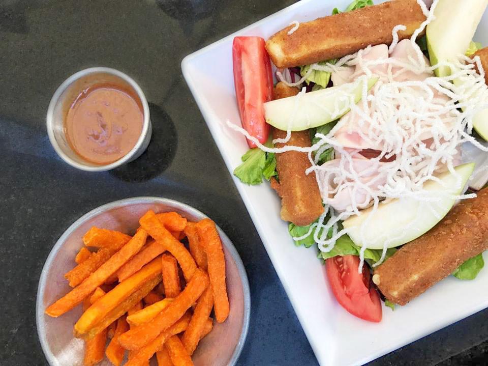 Salad & Sweet Potato Fries