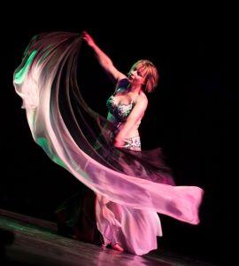 Interview Enora – la danse orientale comme outil d'expression