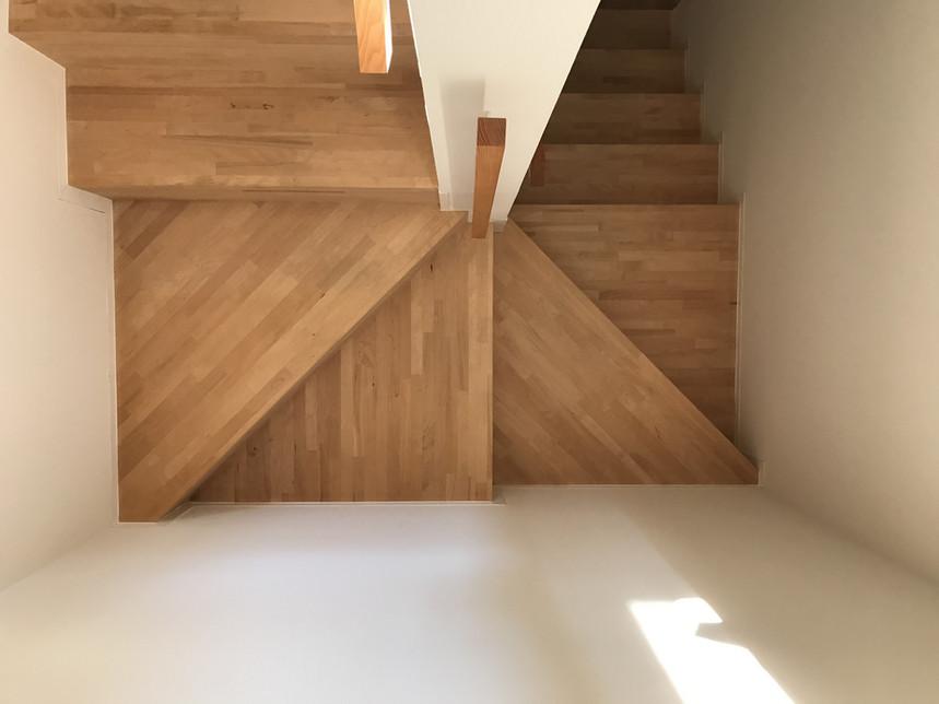回り階段と直階段について