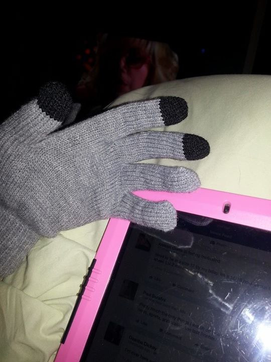 Gloves that allow me to use my devices take that stupid raynauds!