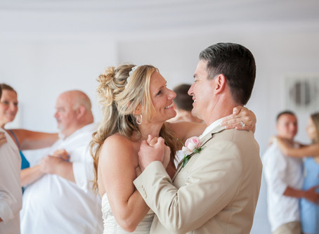 THE AVERAGE COST OF A WEDDING AND WHAT YOU CAN DO TO MAKE YOUR WEDDING BUDGET WORK