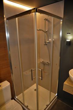 interior_showerm1.jpg
