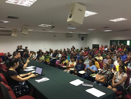 Centenas de feirantes e moradores do Mutirão participam de reunião com o defensor público Carlos Alm