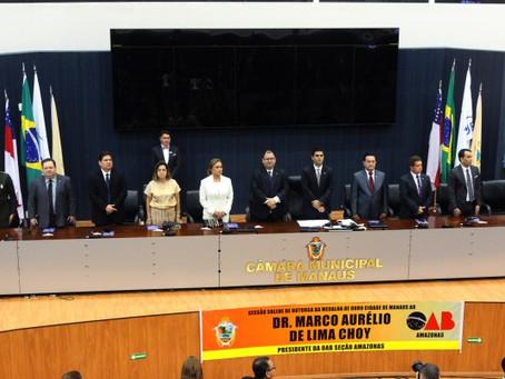 Defensor geral em exercício, Antonio Cavalcante, prestigia homenagem a presidente da OAB-AM