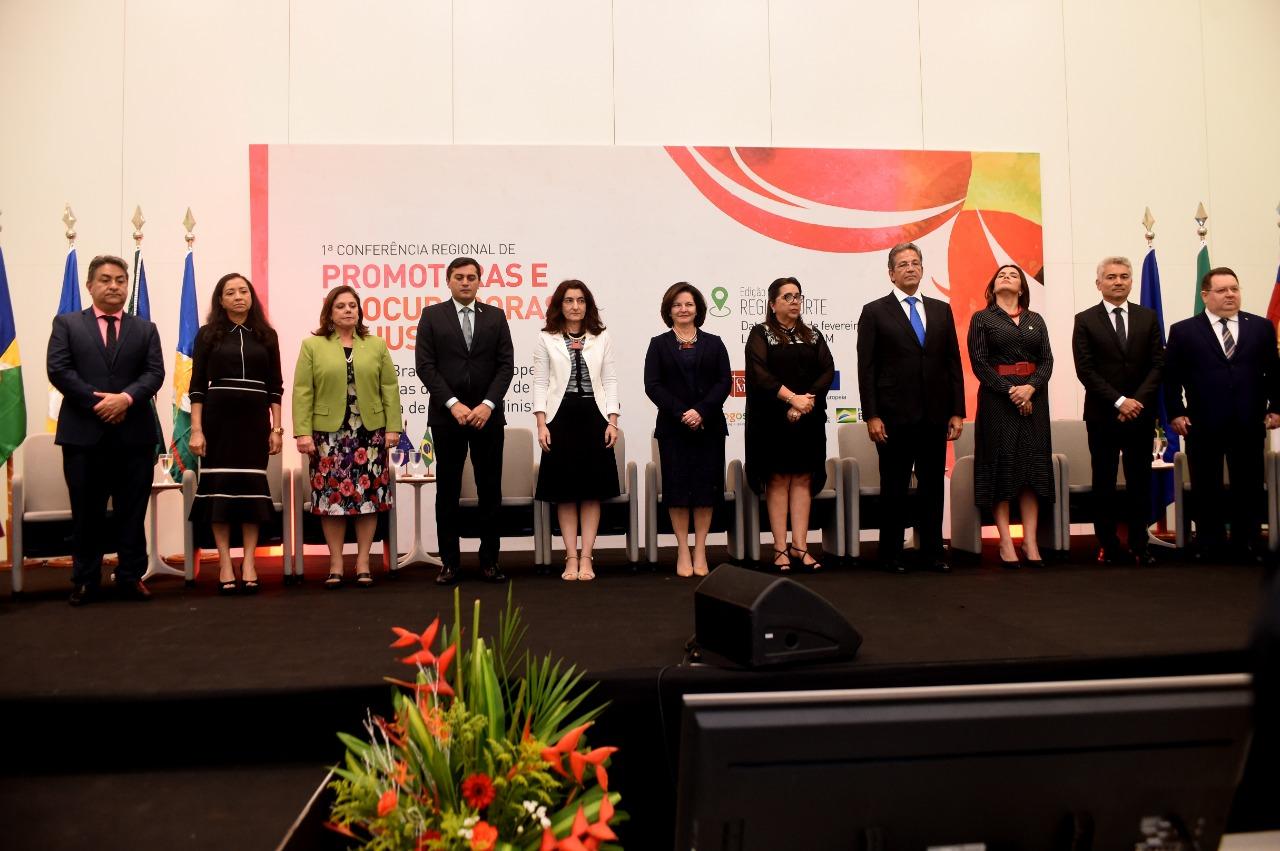 Conferência_em_Manaus_debate_perspectiva