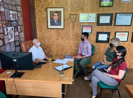 Defensoria firma parceria com FUnATI para orientar idosos contra superendividamento