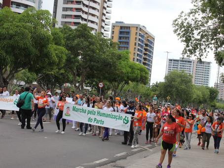 Caminhada de combate à violência obstétrica reúne mais de 300 pessoas na Ponta Negra