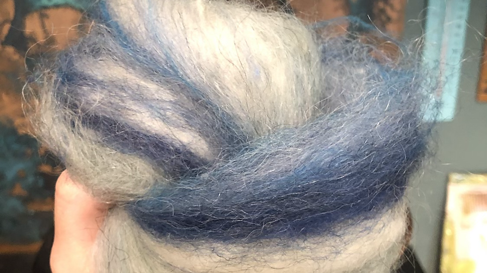 50g hand processed Cumbrian carded wool white blue