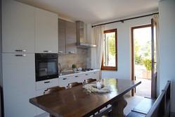 cucina e portafinestra.jpg