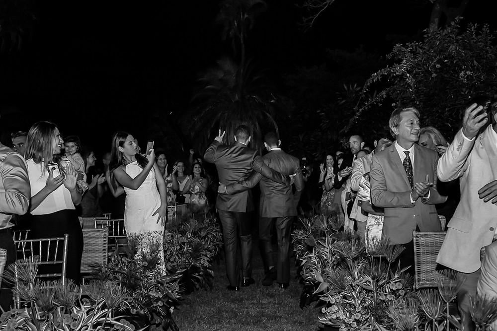 saída dos noivos casamento gay