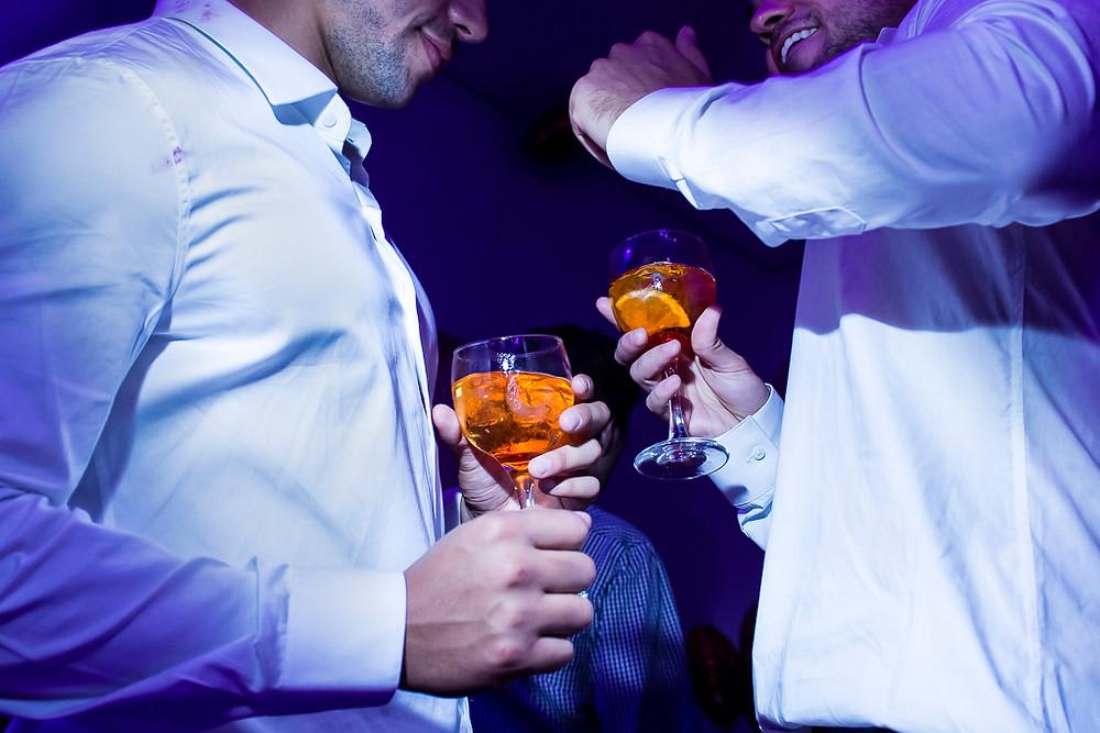noivos homoafetivos na festa de casamento