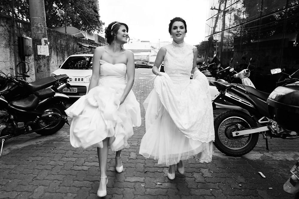 noivas chegando ao casamento